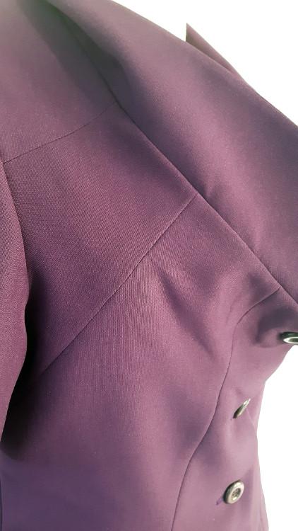Détail d'une veste à col de pigeon, zoom sur le dessous de col - modèle exemple des ateliers Rêve à Soie