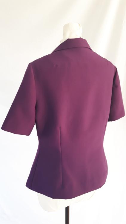 Détail d'une veste à col de pigeon, zoom sur le dos- modèle exemple des ateliers Rêve à Soie